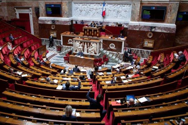 Le Parlement prolonge l'état d'urgence sanitaire : nos droits démocratiques toujours plus confinés
