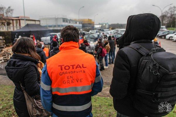 Grandpuits. Les femmes des raffineurs s'organisent en soutien aux grévistes !