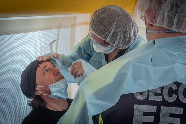 Campagne de tests à Lyon : réquisition d'étudiants en médecine payés 2,60€/heure