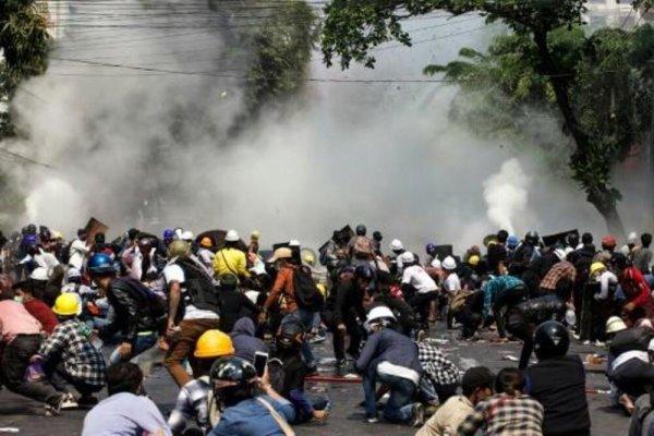 Myanmar : l'Union Européenne a formé et équipé les policiers qui répriment et tuent les manifestants