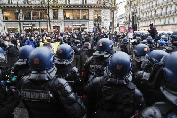 Nasses policières : le Conseil d'État recadre Darmanin pour sauver le Schéma du Maintien de l'Ordre