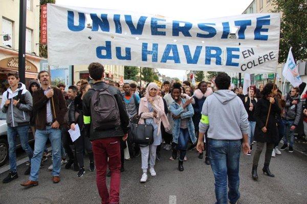 Le Havre. Les étudiants en tête d'un beau cortège