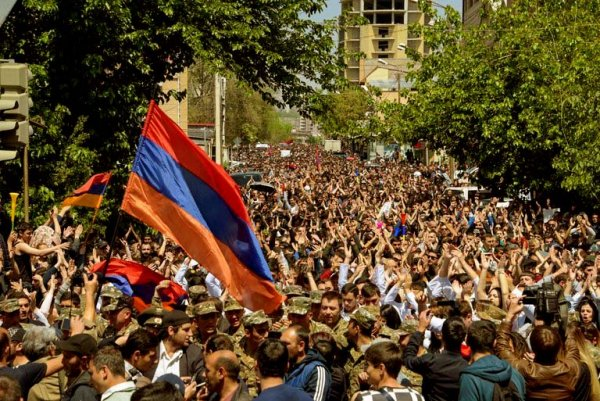 Le premier ministre arménien démissionne, troubles dans un pays allié du Kremlin