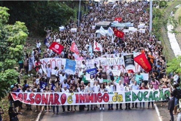 Brésil. Contre les coupes budgétaires de Bolsonaro, une mobilisation en défense de l'éducation