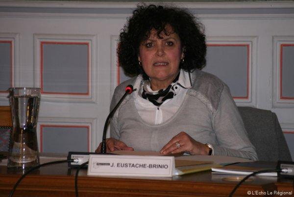 Eustache-Brinio, sénatrice LR, affichée au « mur de la honte » pour sa politique contre le voile, porte plainte