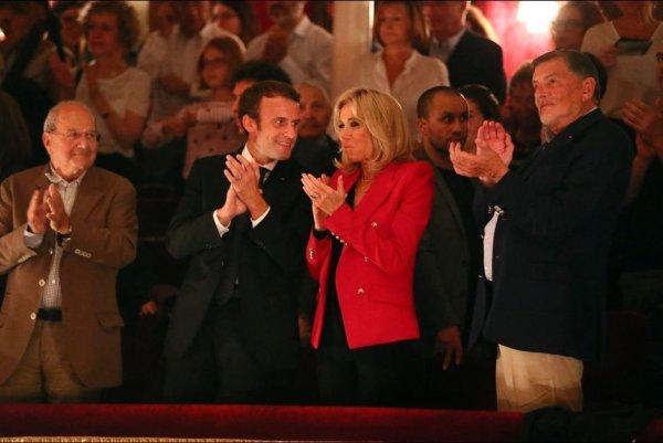 Qui sont les irresponsables ? Quand Macron allait au théâtre pour inciter à sortir malgré le coronavirus