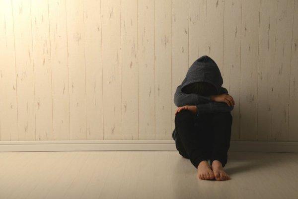 Un garçon de 13 ans se suicide submergé par le travail scolaire