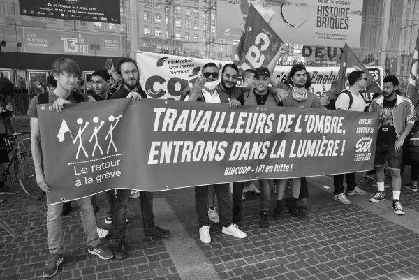 Piquet de grève des Biocoop le 1er août : « L'écologie sans la lutte des travailleurs c'est du jardinage »