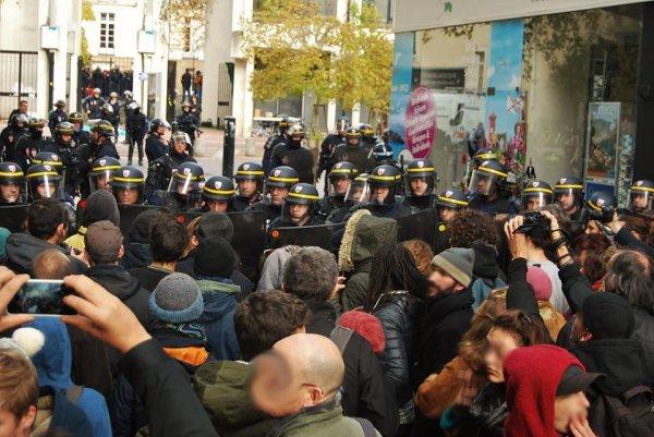 Nantes : les socialistes expulsent les enfants et matraquent celles et ceux qui les soutiennent