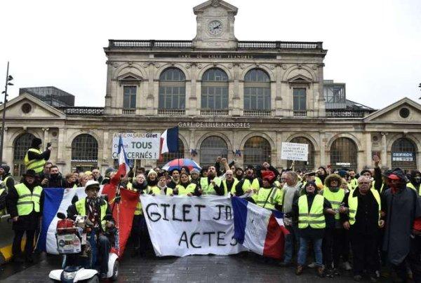 Gilets jaunes : « Nous avons besoin d'une grève générale », l'appel aux syndicats de l'assemblée régionale de Lille