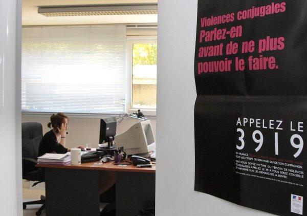 Le gouvernement veut privatiser le numéro d'écoute pour les femmes victimes de violences