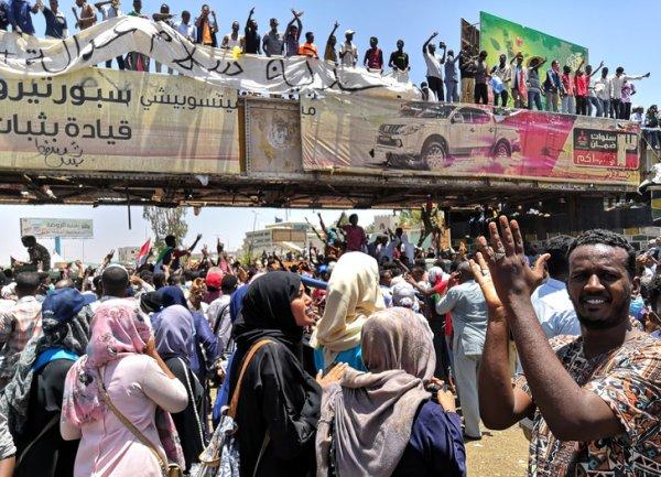 Soudan : soulèvement contre le régime, l'armée se pose en arbitre