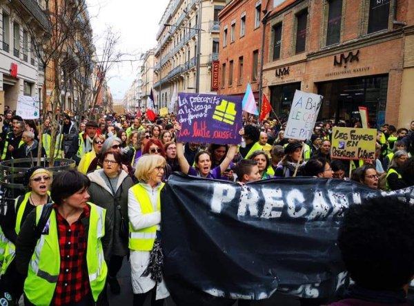 """8M : les femmes du collectif """"Du Pain et des Roses"""" dans les rues du monde entier"""
