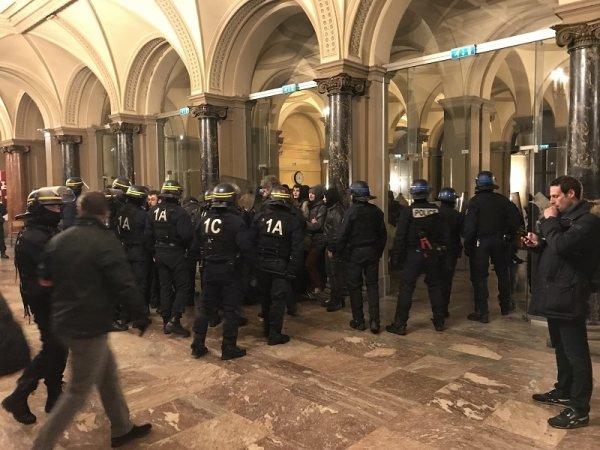 Strasbourg. Les flics envahissent le Palais Universitaire qu'occupent des étudiant.e.s