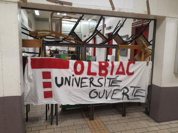 A Tolbiac, les 950 étudiants en AG reconduisent l'occupation jusqu'au 3 avril