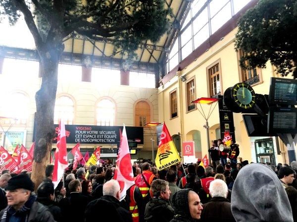 Marseille : une manifestation de solidarité aux cheminot.e.s s'élance vers la Commission Européenne