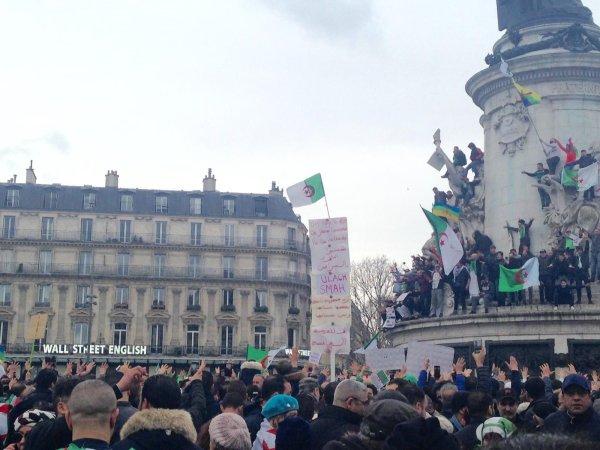 Plusieurs milliers de manifestants se rassemblent à Paris contre le régime de Bouteflika