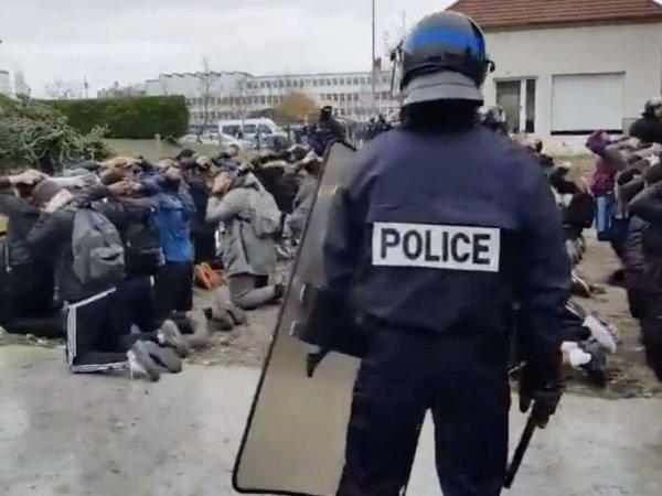 Rétention des notes : Macron parle de « prise d'otages », vague d'indignation sur les réseaux sociaux