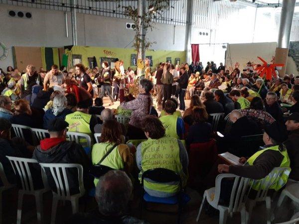"""Assemblée des Gilets jaunes : """"Tous dans la rue à partir du 5 décembre, en grève ou sur le rond-point"""" !"""