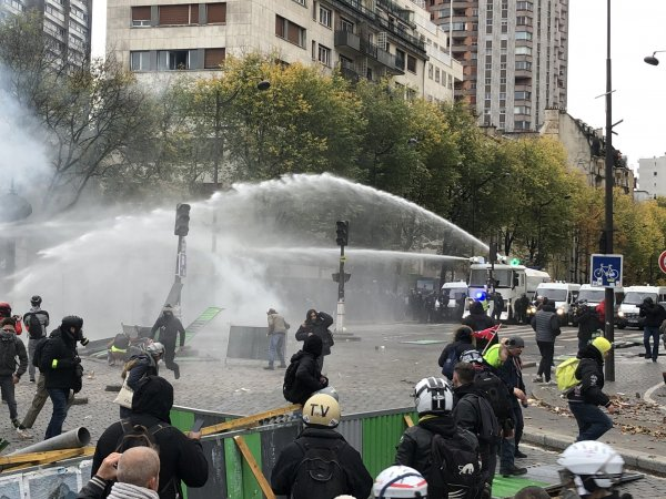 Acte 53. Point à la mi-journée : blocages, barricades, répression et interdiction de manifestation