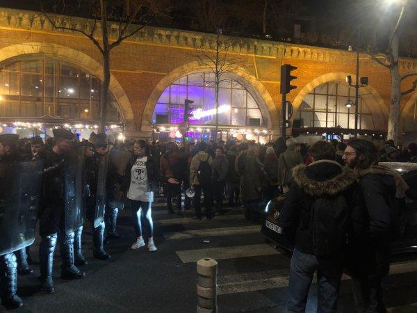 VIDEO. Près de 300 personnes mobilisées pour gâcher la soirée de Darmanin et les vœux de Rupin, député LREM