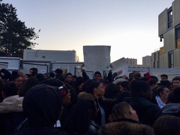 Blocage du lycée Jacques Feyder d'Epinay-sur-Seine contre le bac Blanquer