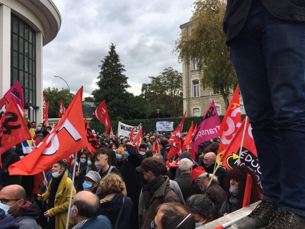 1500 personnes devant le Rectorat de Poitiers pour soutenir les 4 profs réprimés