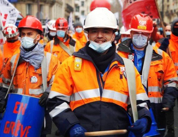 À Paris, les manifestants posent la première pierre d'une lutte d'ensemble contre les licenciements